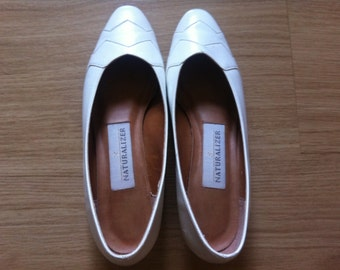 vintage white leather naturalizer heels // women's size 7