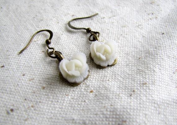 Tiny treasures - white rose earrings