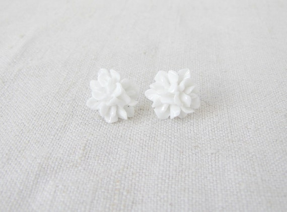 Pure white cabochon flower ear studs, ear posts