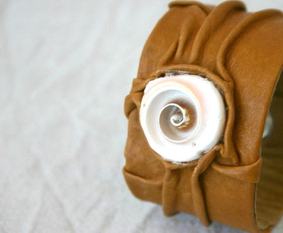 leather wristband, brown leather, shell bead