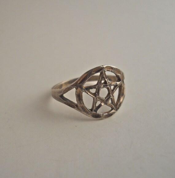 Sterling Silver Pentagram Ring Size 7.