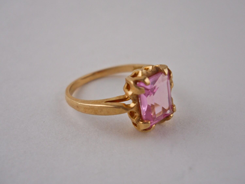 10 karat Yellow Gold Pink Stone Ring Size 5