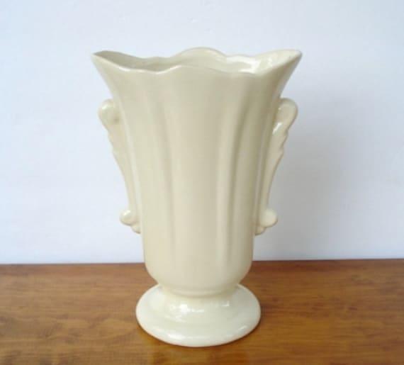 vintage ivory ceramic vase usa pottery art deco style. Black Bedroom Furniture Sets. Home Design Ideas