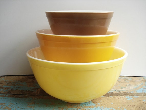 Vintage Pyrex Solid Town & Country Nesting Mixing Bowls - Brown Orange Yellow - Autumn Colors