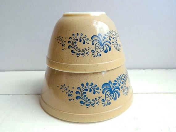 Vintage Pyrex Homestead Mixing Bowls - 401 & 402