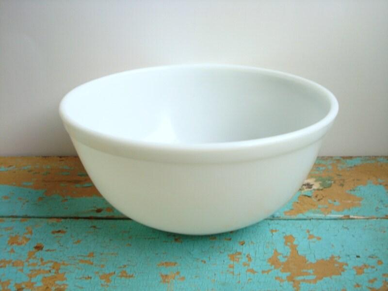 Vintage Solid White Pyrex Mixing Bowl 403 Large Milk Glass