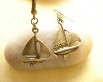 Sailboat  Earrings - Anitqued Bronze DE202