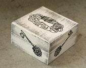"Vintage box -  4.5  / 4.5 / 2.5 ""."