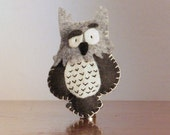 Grey owl felt brooch