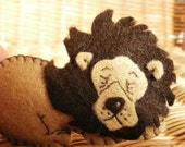 Animal felt brooch lion pin