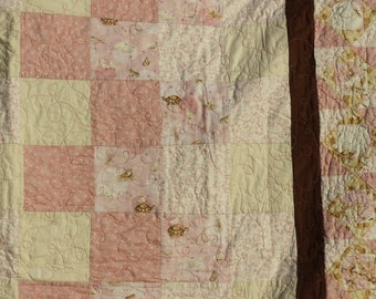 Simple nature quilt perfect for a toddler, very cuddly with cuddle fleece backing