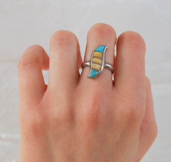 Vintage Navajo Ring Striped Turquoise and Mother of Pearl