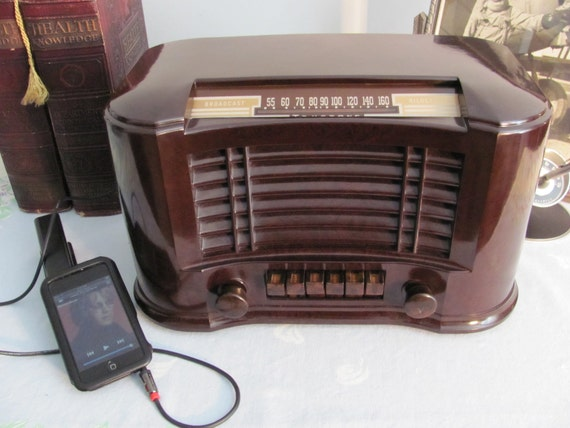 Bakelite AM Tube Radio iPod Ready Trutone Model D2815