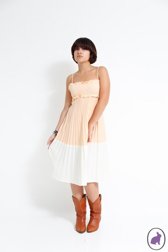Vintage 70s Peach Smocked Boho Sundress - Spring Summer Fashion - Peach Cobbler Accordion Dress