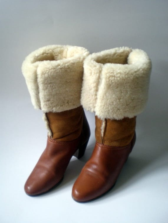 Vintage 70s Bass Caramel Brown Leather Boots / Soft Faux Sherpa Suede  / Adjustable Cuff / Sz 5