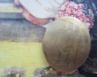 Vintage Etched Front Oval Raw Brass Locket