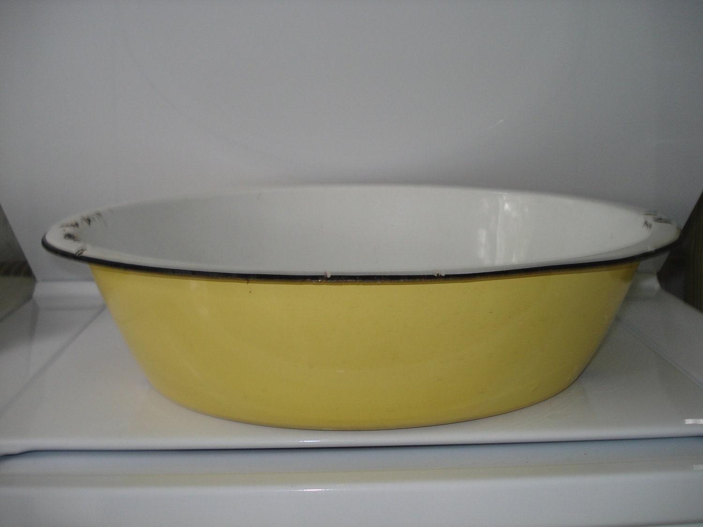sale vintage oval shaped yellow enamel wash tub. Black Bedroom Furniture Sets. Home Design Ideas