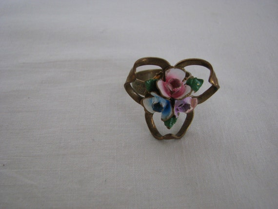 Art Nouveau Victorian Ring With Enameled Flowers
