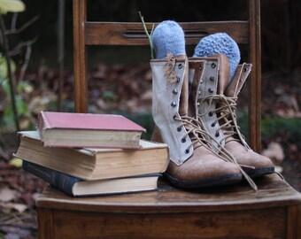 DAUGHTER'S DELIGHT - Handknit Reading Booties