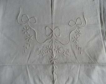 Antique Embroidered Ivory Linen Piece Flowers and Bows, Vintage Fabric, Vintage Textiles, Vintage Linens, Embroidered Linens