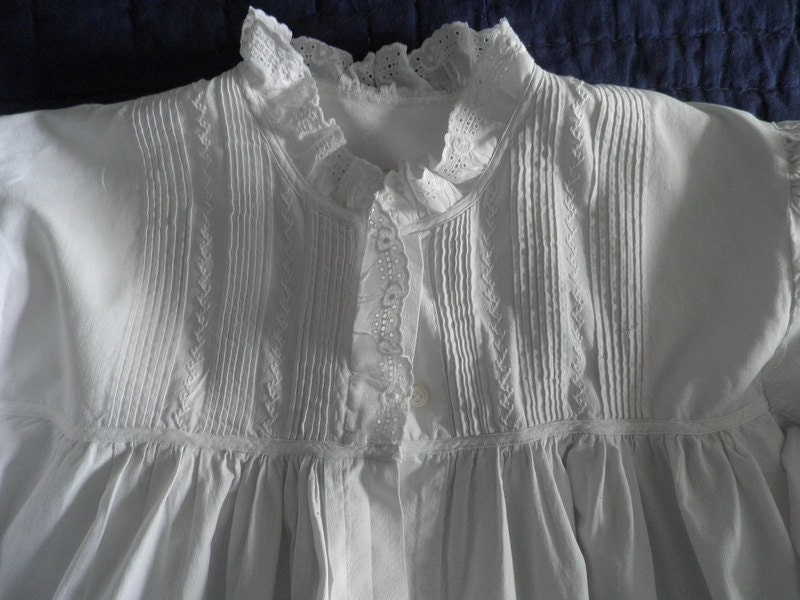 Antique Victorian White Cotton And Eyelet Nightgown
