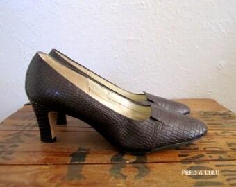 Brown Leather Heels // Faux Aligator Pumps // Naturalizer Shoes Size 6.5 B // Mad Men // 50s