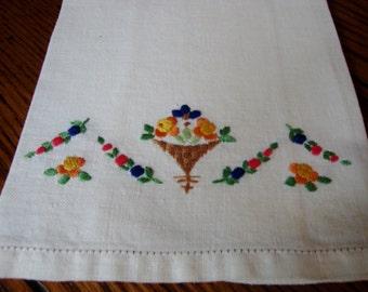 Linen Tea Towel Vintage Embroidered Towel Floral Embroidery Finger Towels
