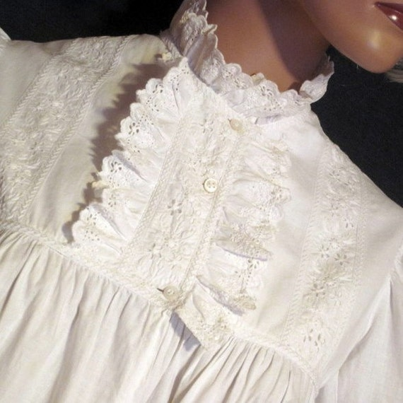 """Antique Nightgown Victorian 19th Century Bust 32"""""""