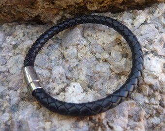 Leather Bracelet.Black Leather Bracelet with Magnetic Clasp .Unisex.
