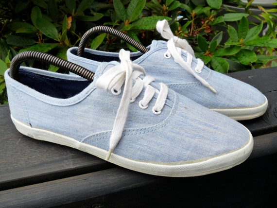 Awesome 1980s Chambray lace up Sneakers. Denim looking. BlackGarden. Size 7.