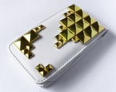 Cell phone hard case cover with gold pyramid stud geometric PU Leather Iphone 4 Case style trend in white and gold