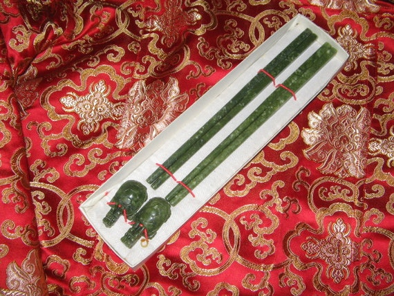 BOXED SET GREEN Chinese Chopsticks and Rests