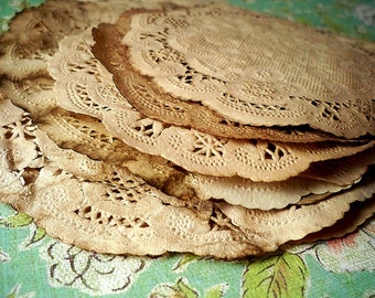 6 inch and 4 inch Vintage Doily Doilies. Vintage Wedding. Shabby Chic. Paper Doily. Scrapbooking. Rustic. Gift Wrap. Mason Jar. Set of 25.
