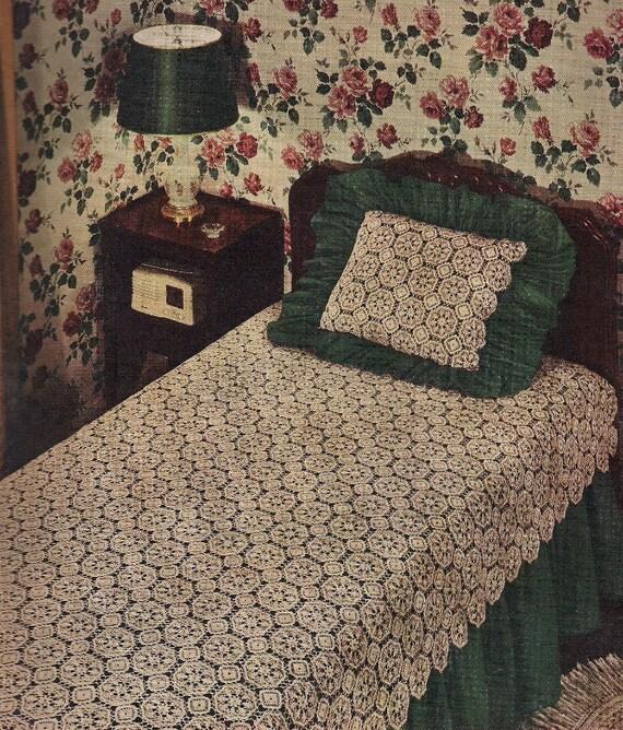 "1959 Vintage Crochet Bedspread and Pillow Front Pattern, ""Trianon"", Motif Crochet"