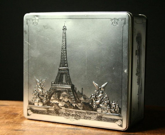 Eiffel tower vintage biscuit tin
