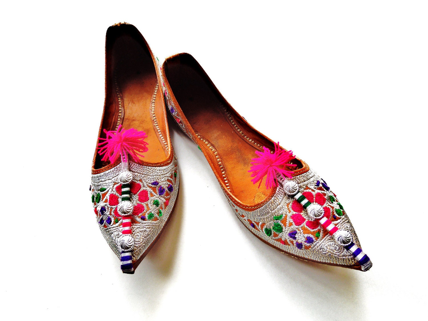 Gold slip ons kohlapuri jutti slippers. Fancy indian shoes or Pakistani khussa wear with kundan to jazz up your outfit or as bridal shoes.