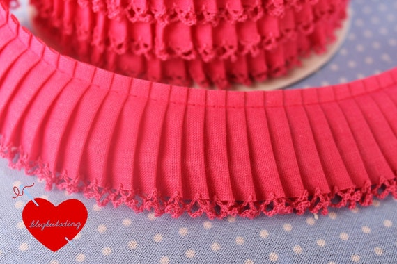 3 meters monochrome pleated trim in hot pink with crochet lace