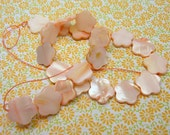 12 Inch strand - 22 Mother of Pearl MOP Flat FLOWERS - Beads 15mm x 14mm -  soft pink - blossoms