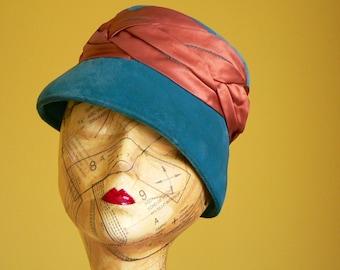 S A L E : 1950s Teal Blue Hat. Velvet & Satin Cloche
