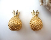 Vintage Pineapple Earrings: Golden Fruits vntage gold tone pineapple clip ons with rhinestones