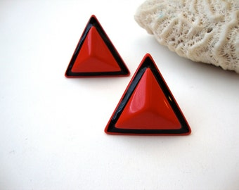 Vintage Napier triangle earrings : Three Reds vintage black and red Napier triangle clip on earrings