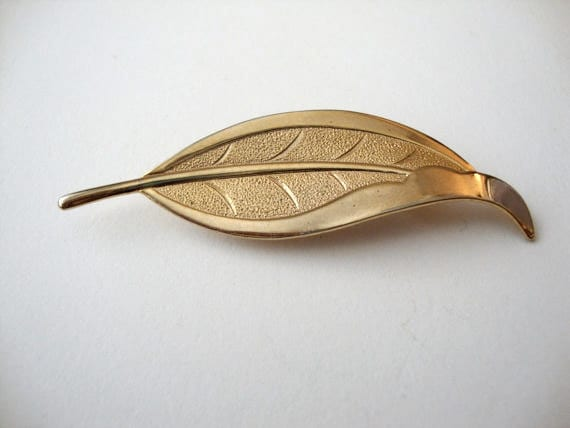 Sale 50% off Etched Quill vintage gold tone feather brooch