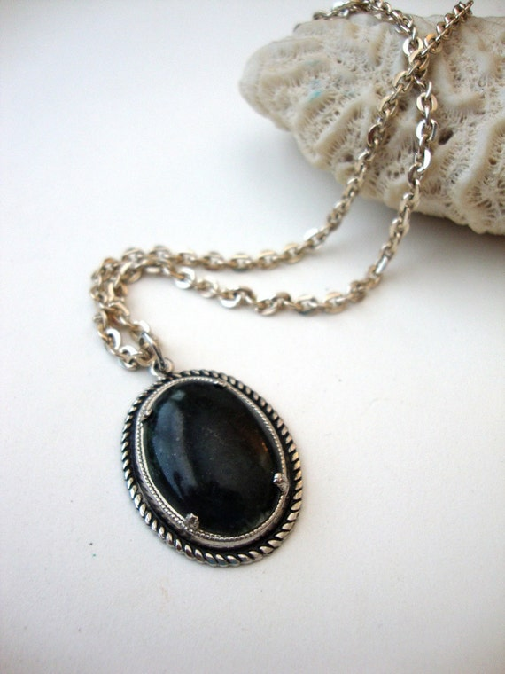 Vintage Stone Cameo Necklace : Onyx Cameo vintage stone cameo on silver tone chain