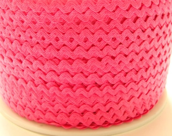 """11/64"""" Polyester Rick Rack in Bright Pink"""