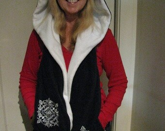 Black/White Hooded Scarf with Pockets