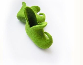Felted kid size slippers / baby booties ELF SHOES