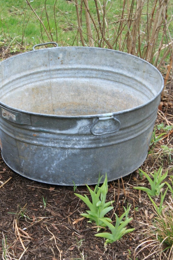 Antique Galvanized Wash Tub
