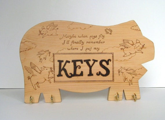 Pig key holder - wood pyrography - Wooden pig shaped key holder