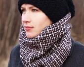 Cowl Scarf / Stunning 100 % Wool Beautiful Scarf