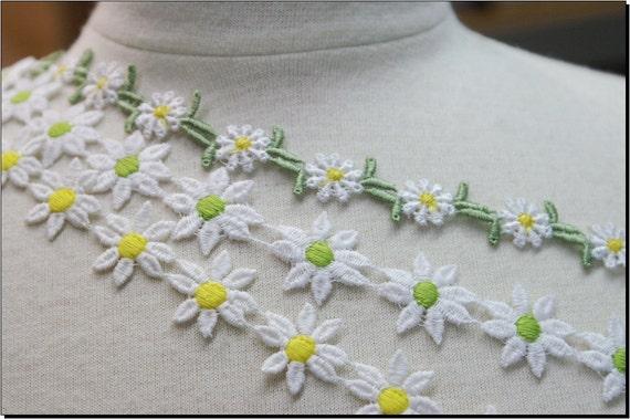 3pces.  sunny yellow green floral flower daisy  lace trims venise flower braid / catherine cole studio appliques springtime
